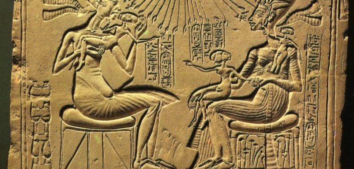 1-akhenaton-and-nefretiti-574×449-702×336